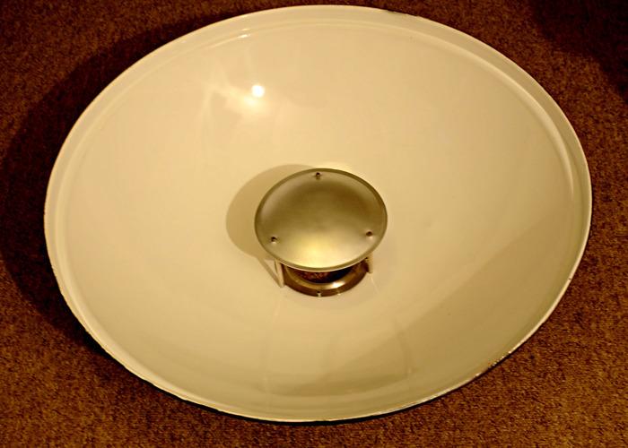 Beauty Dish Flash Head Lighting Modifier. Bowens Mount. 69 cm. White. - 2