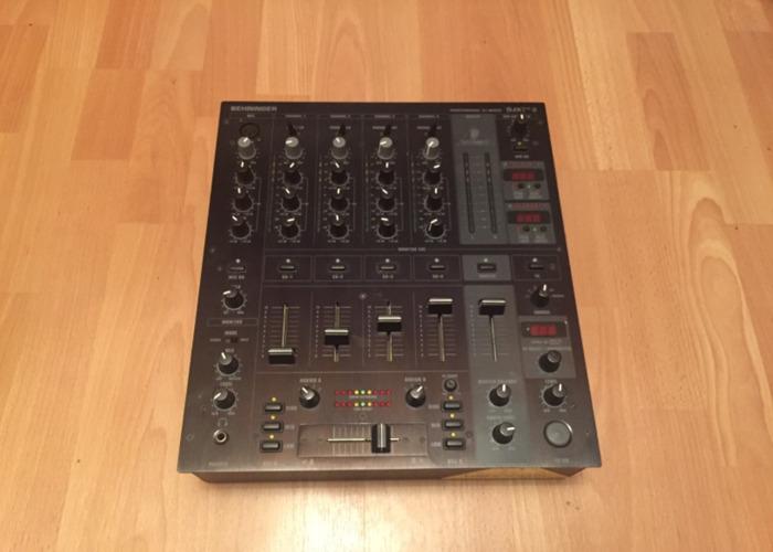 Behringer DJX750 - 1