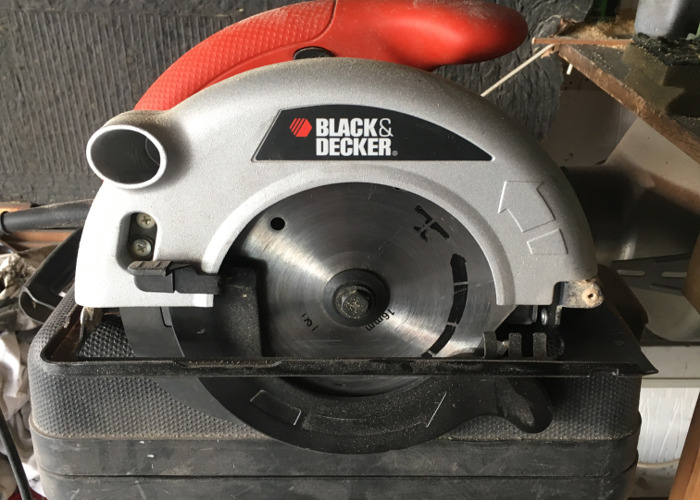 Black & Decker circular saw - 1