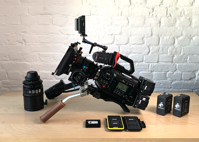 Blackmagic URSA Mini Pro -4.6K - EF & PL - Shooting Kit - 1