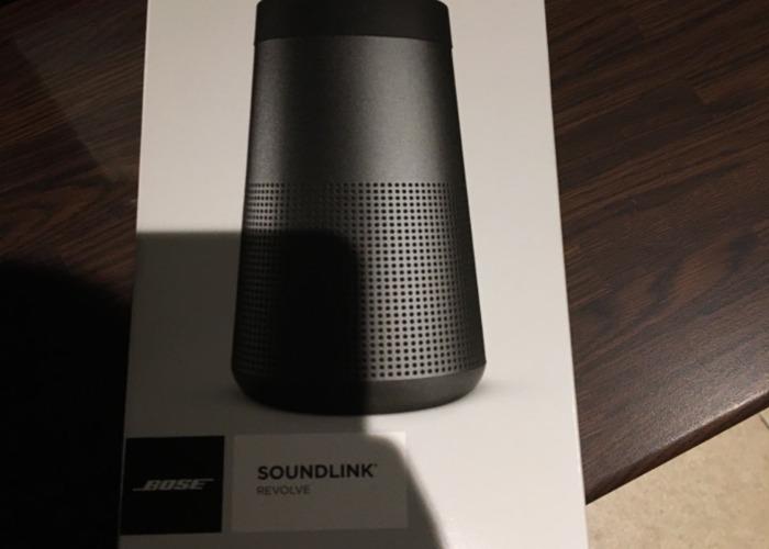 Bose Speaker Revolve - 1