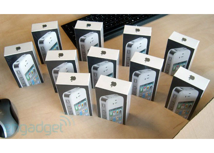 Box sealed Apple iPhone 4 16GB Smartphone unlocked (black/white mix)  - 1