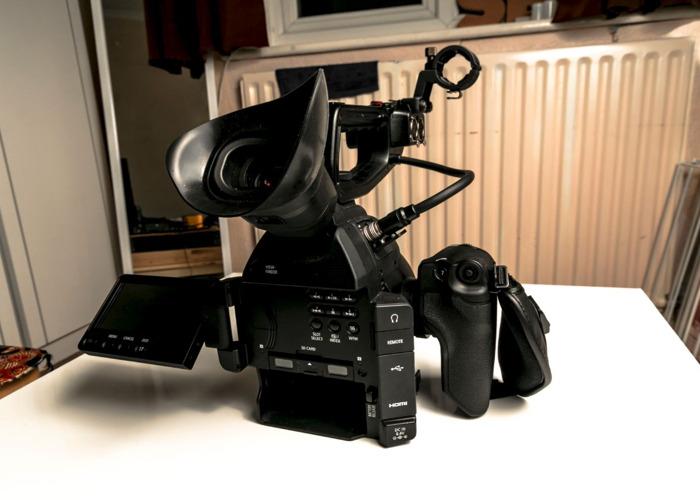 Canon C100 Mark II Camcorder in Peli Hard Case  - 2