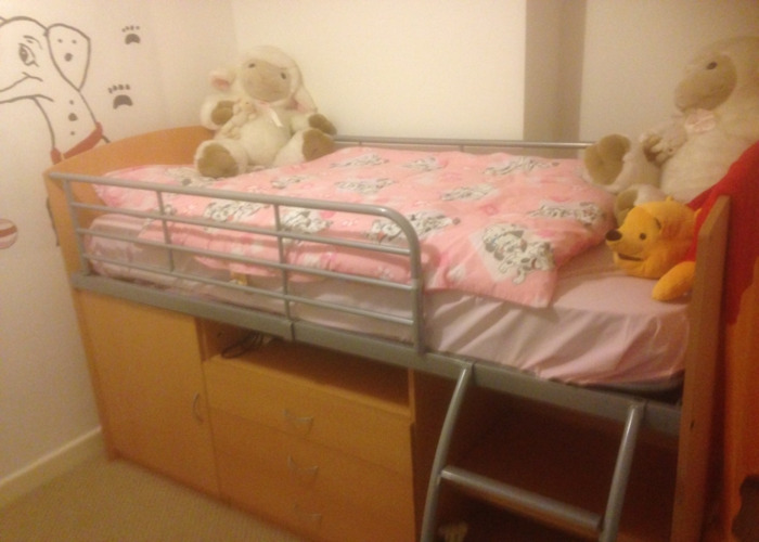 Cabin Bed good condition teak effect - 1
