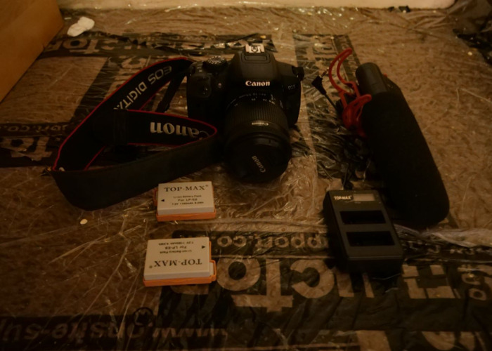 Cannon 700d with 2 battery and rod mic - 1