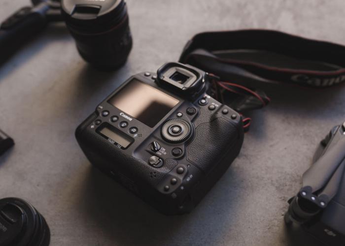 Canon 1DX Mark II + Cfast 256GB + 2 Batteries  - 2