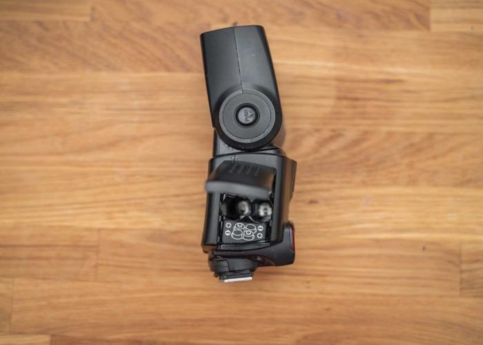 Canon 430 EX II speedlite Flash gun + Rechargeable batteries - 2
