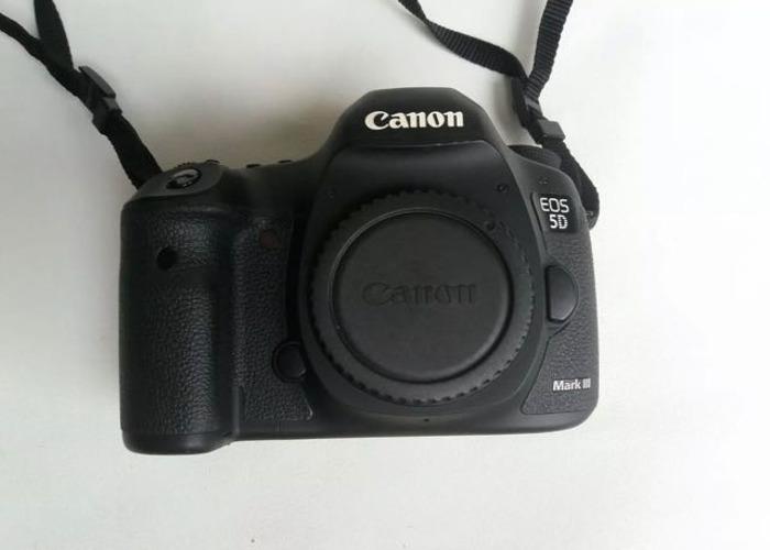 Canon 5D mark III + 24-105 f4 L + extra batery - 2