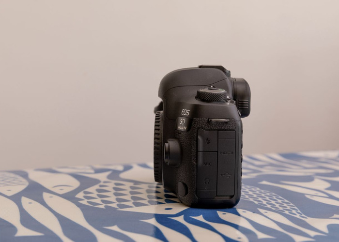 Canon 5D Mark IV - Body Only - 2