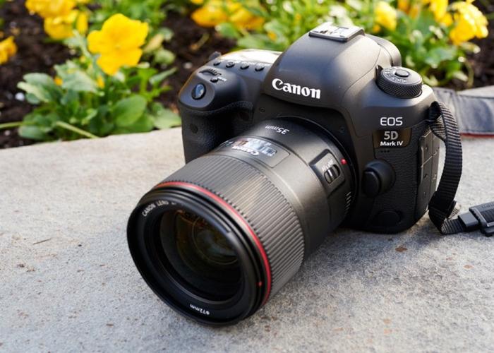Canon 5D Mark IV + extra batts snd cards  - 1