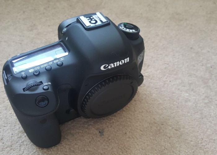 Canon 5D markiii with batteries  - 1