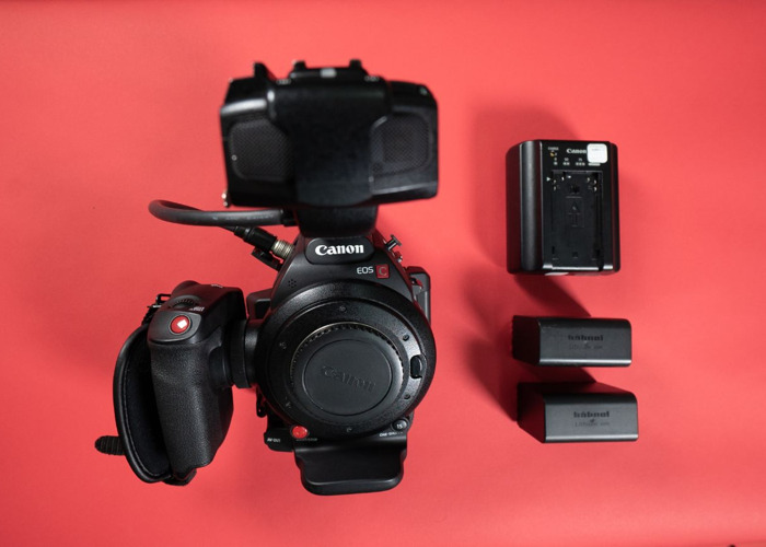 Canon C100 Mark ii Camcorder + 2 Batteries + Charger - 1
