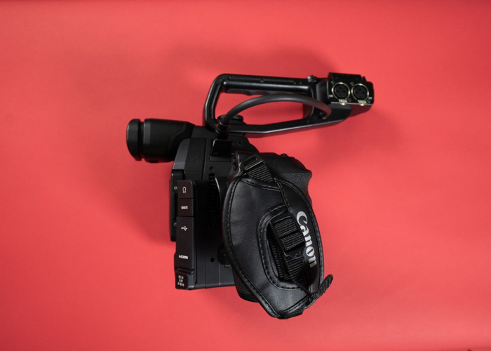 Canon C100 Mark ii Camcorder + 2 Batteries + Charger - 2