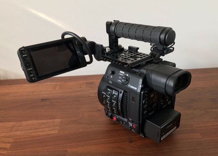 Canon C200 - 1
