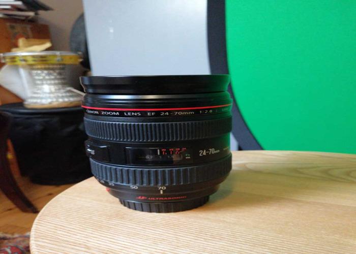 Canon EF 24-70mm Zoom Lens f/2.8 + UV Filter - 1