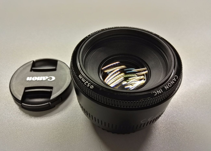 Canon EF 50mm f/1.8 - 1