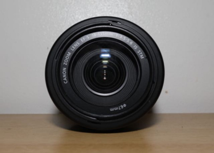 Canon EFS 18 - 135 mm f3.5 - 5.6 IS STM Lens with a pouch - 2