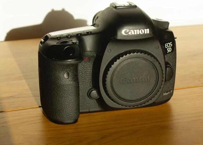 Canon EOS 5D Mark III Body Only - 2