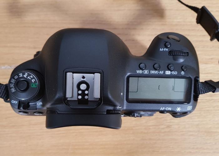 Canon EOS 5D Mark IV DSLR Camera Body +SD card - 2