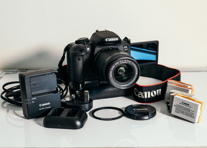 Canon EOS 700D + 18-55mm Zoom Lens 1:3.5-5.6 IS STM + Battery Grip - 1