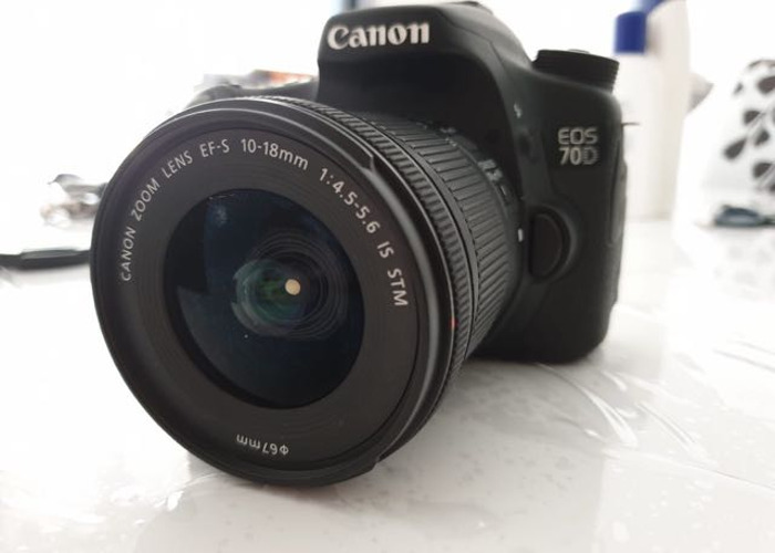 Canon EOS 70D + 3 batteries and Lens - 1