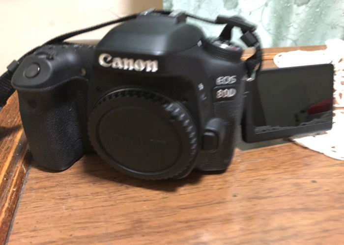 Canon EOS 80D Body + 18-35 mm Lens + 64gb SD Card + Battery - 1