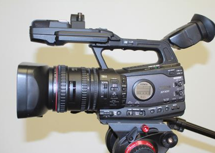 Canon XF300 inc. memory cards and high speed Lexar reader - 1