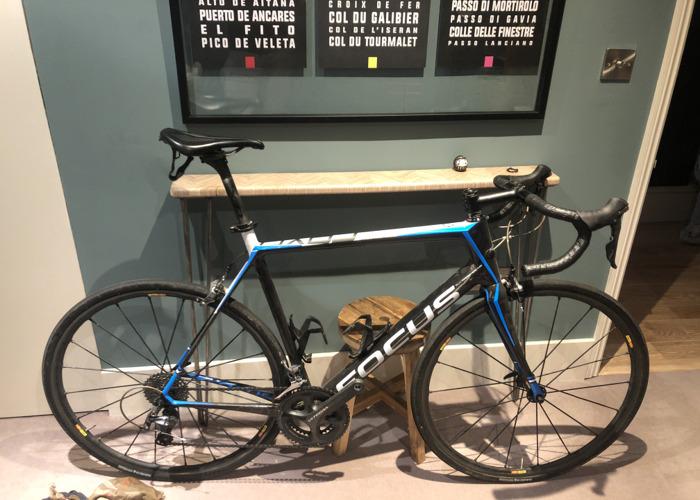 Carbon road bike - L - Focus  - 1