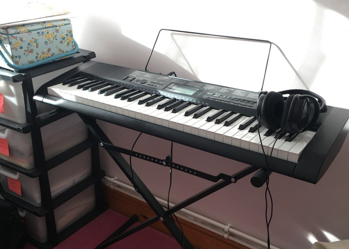 Casio CTK-1150 keyboard with stand and headphones  - 1