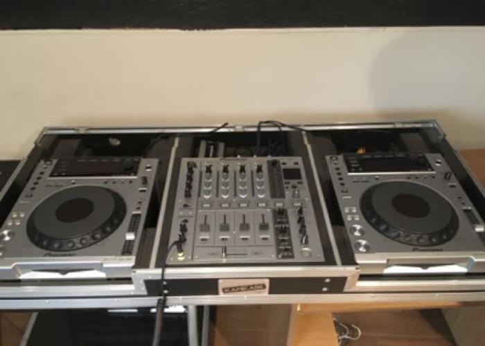 CDJ 850's + DJM 700 - 1