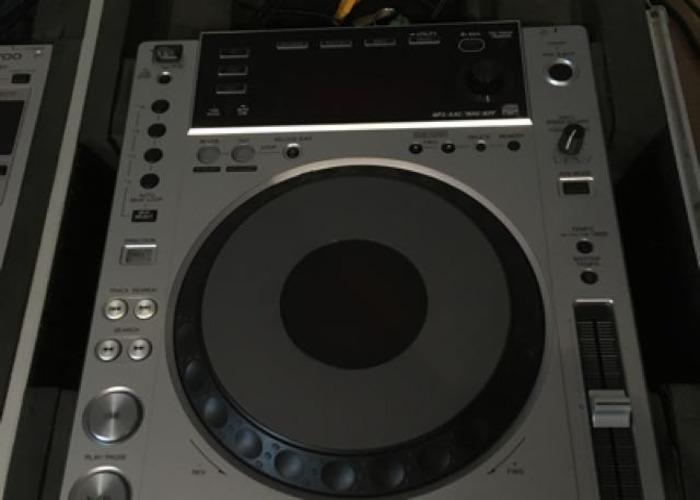 CDJ 850's + DJM 700 - 2