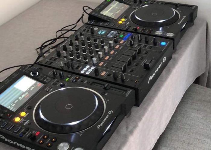 CDJ2000NXS2 x2 & DJM900NXS2 - 1