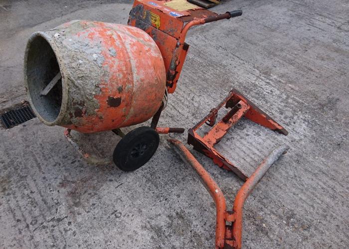 Cement mixer 240v belle minimix 150 - 1