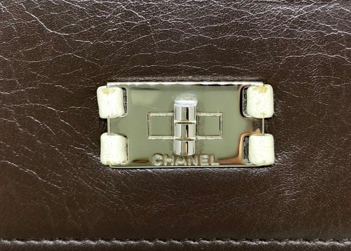 Chanel: Brown wallet with white stitching & edging - 2