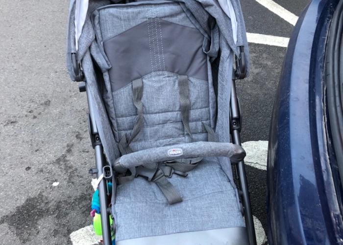 Chicco lightway stroller  - 1