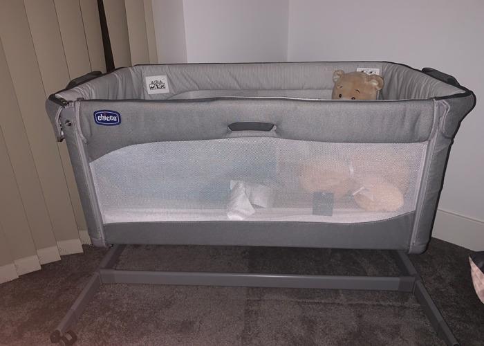 Chicco Next2Me Magic Side Sleeping Crib - 1