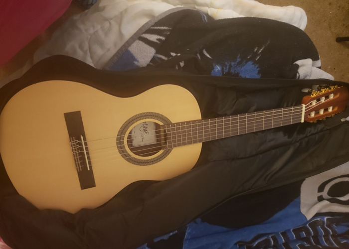 Child Guitar/Small Guitar - 1