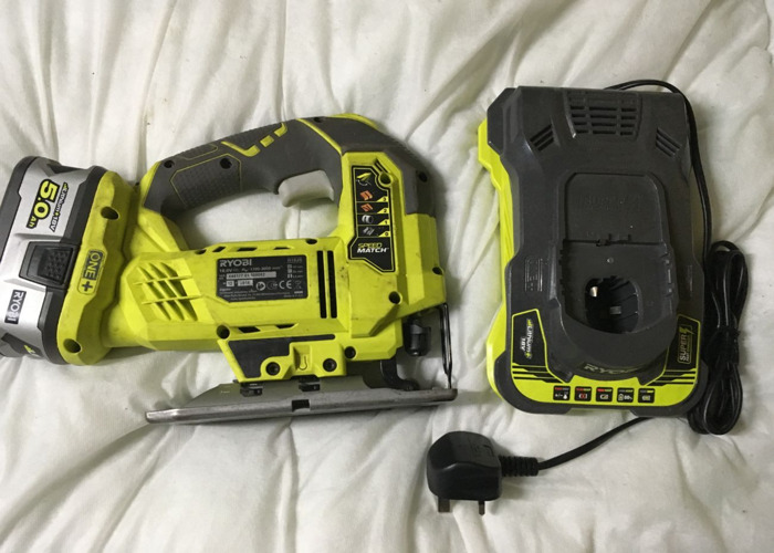 cordless jigsaw-18v-50ah-battery-and-a-fast-charger-76368459.jpg