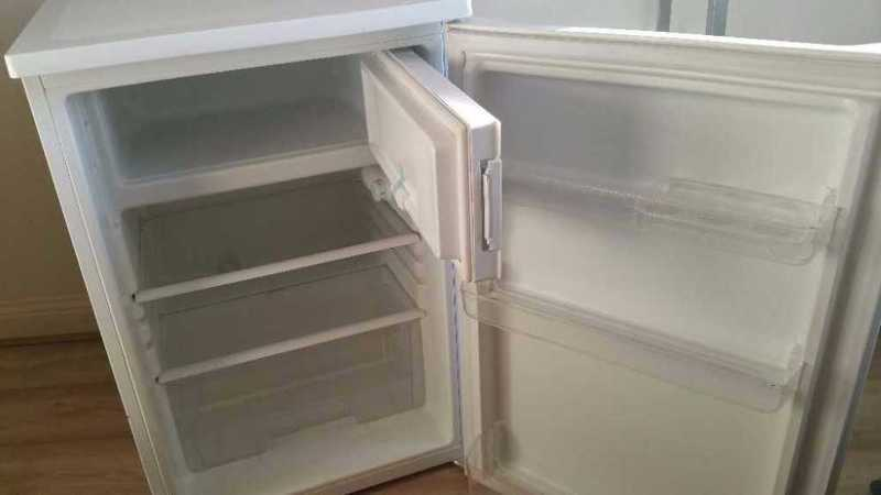 CURRYS ESSENTIALS FRIDGE - 2