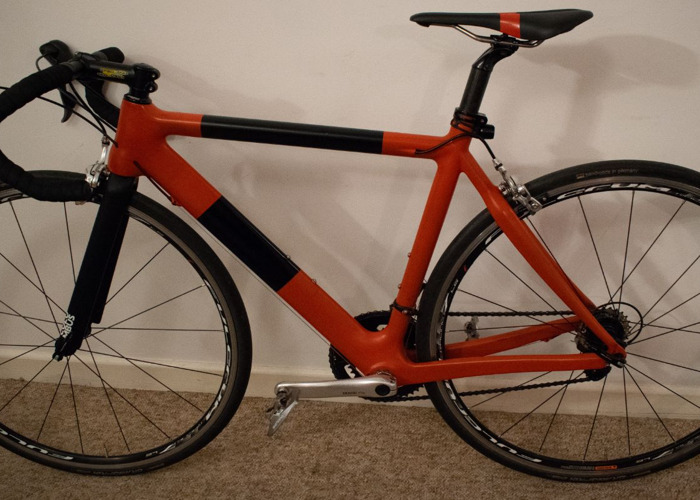 custom carbon-road-bike-94390309.jpg