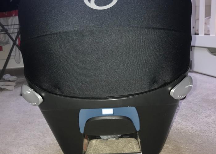 Cybex Aton Q car seat - 2