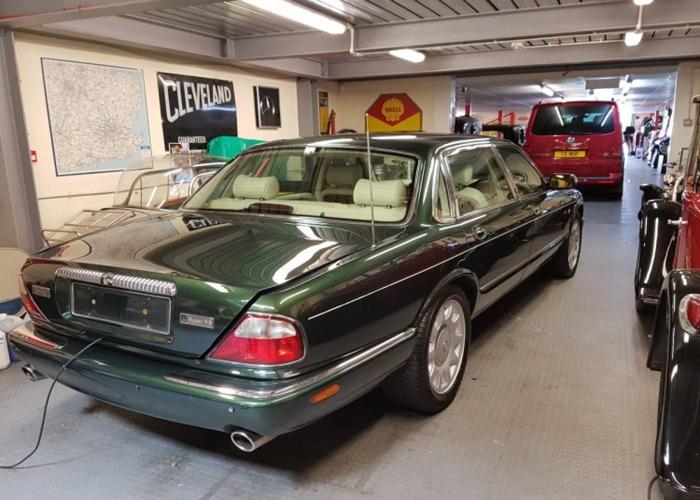 Daimler Super V8 (1998) - 2