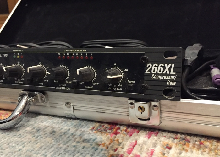 DBX 266XL Dual Compressor/Gate with insert cables - 2