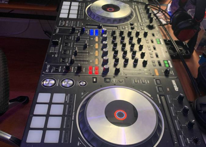 DDJ SZ CONTROLLER WITH 2 TRAVEL CASES, LAPTOP STAND, AND MUS - 2