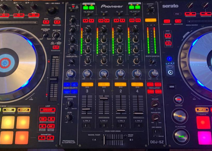 DDJ SZ CONTROLLER WITH 2 TRAVEL CASES, LAPTOP STAND, AND MUS - 1