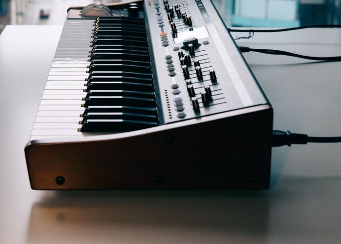 Deepmind 12 Synthesiser - 1