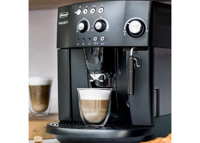 Delonghi Magnifica Bean To Cup Coffee Machine with Free Italian Hamper - 2