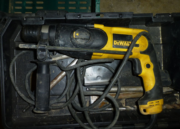 Dewalt 240v SDS Hammer Drill/Chisel - 1
