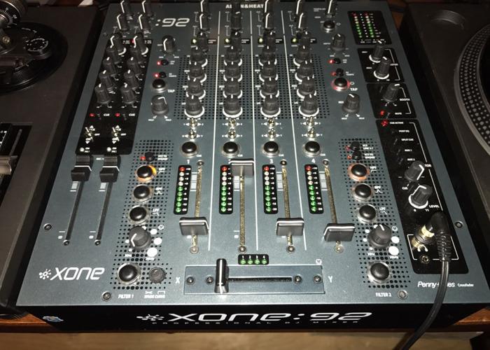 DJ Bundle - Turntable And Mixer - 1