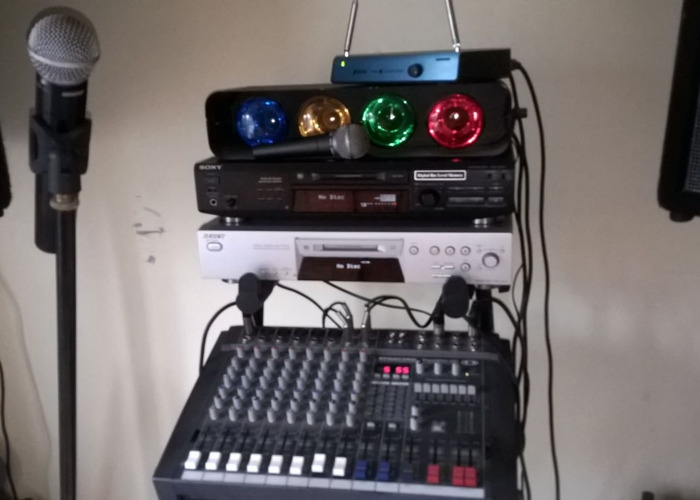 DJ equipment speakers microphones minidisc players amp ect - 1